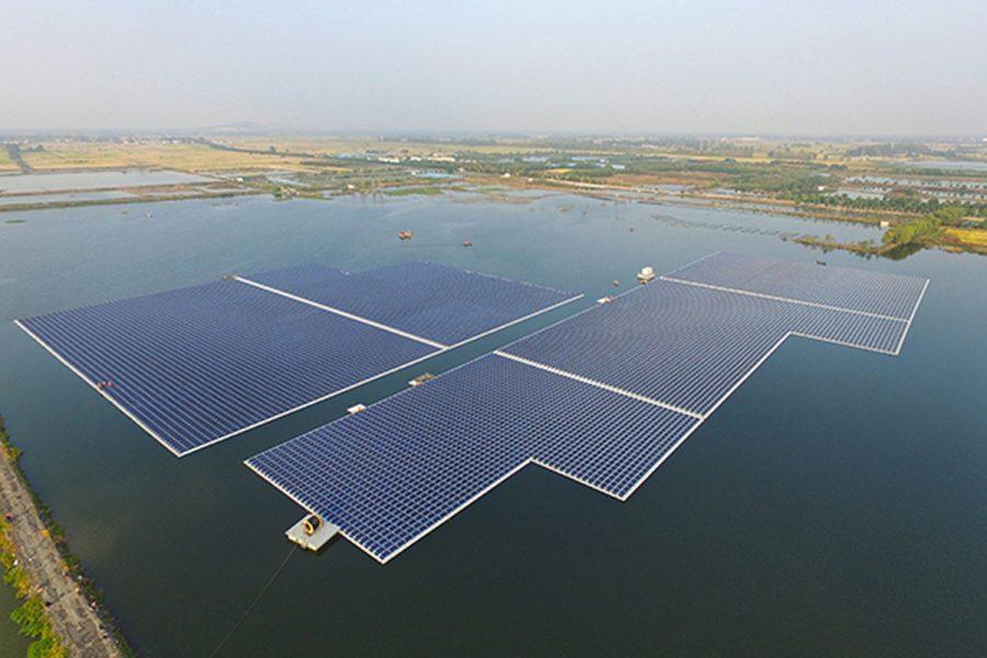 Самая мощная плавучая солнечная электростанция начала работу в Китае