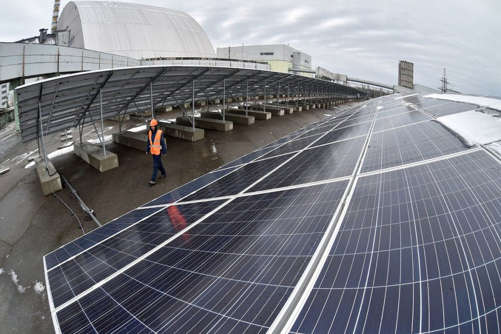 Перша сонячна електростанція в Чорнобильській зоні готова до роботи