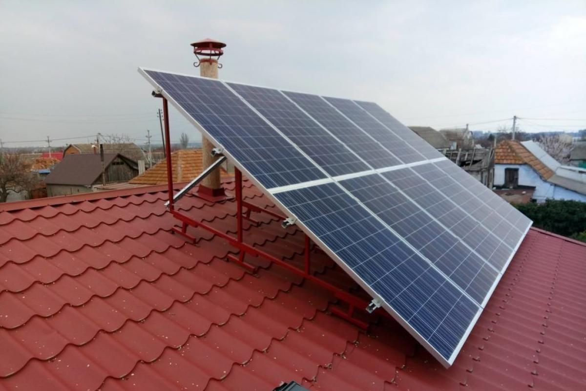 Домашні сонячні електростанції заробили киянам 400 тисяч гривень з початку року