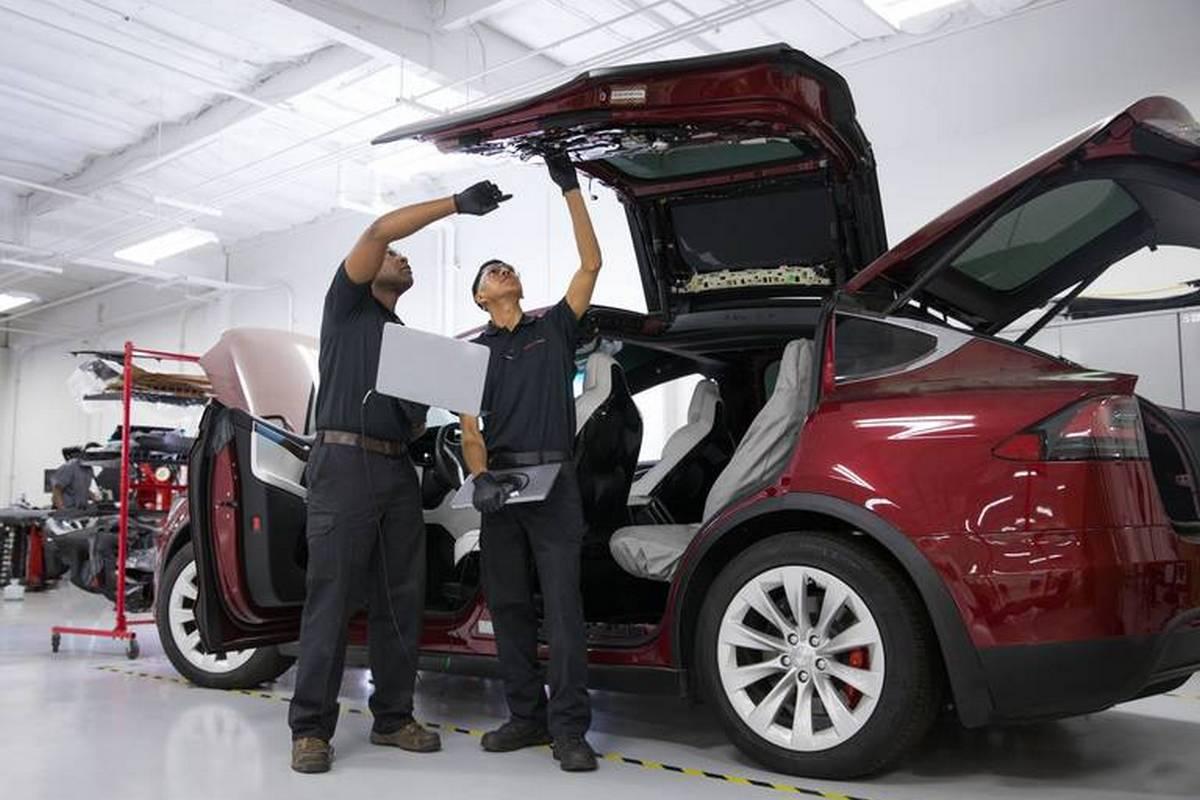 Электрокар Tesla получил функцию самодиагностики и заказа запчастей для ремонта