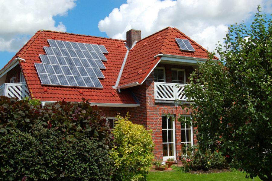 Домашняя солнечная электростанция: разрешение на наземную установку продлили до конца года