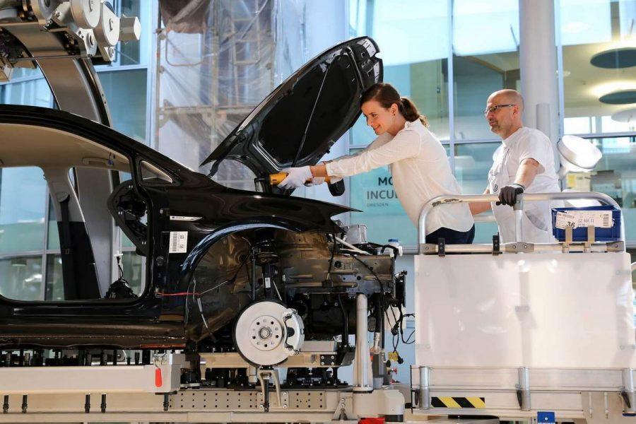 Мировой автопропром в 2018 году инвестировал в электромобили 84 млрд евро