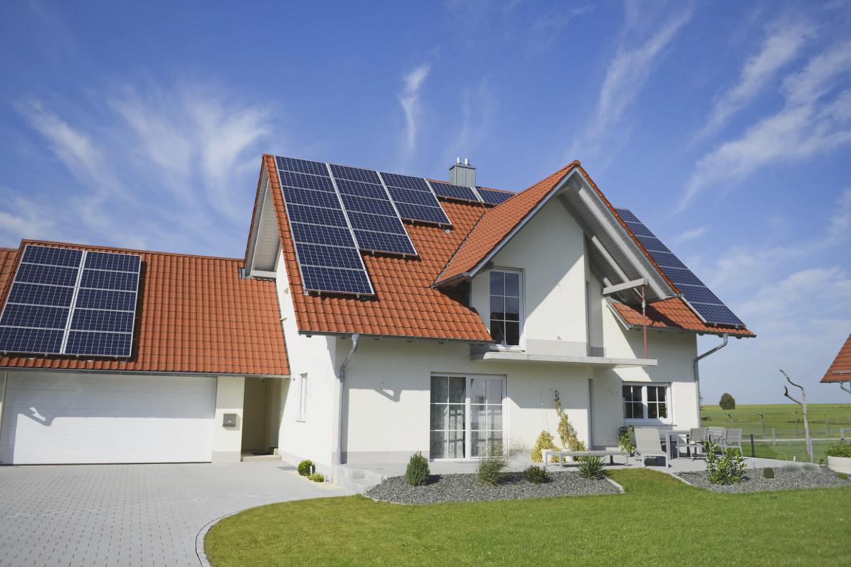 Зелений тариф для наземних домашніх сонячних електростанцій відновлений