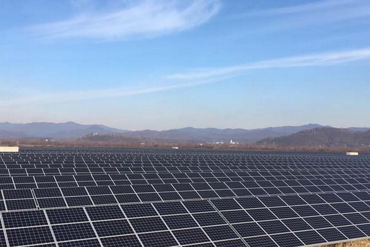На Закарпатті сонячна електростанція потужністю 10 мВт відкрита на місці колишнього смітника